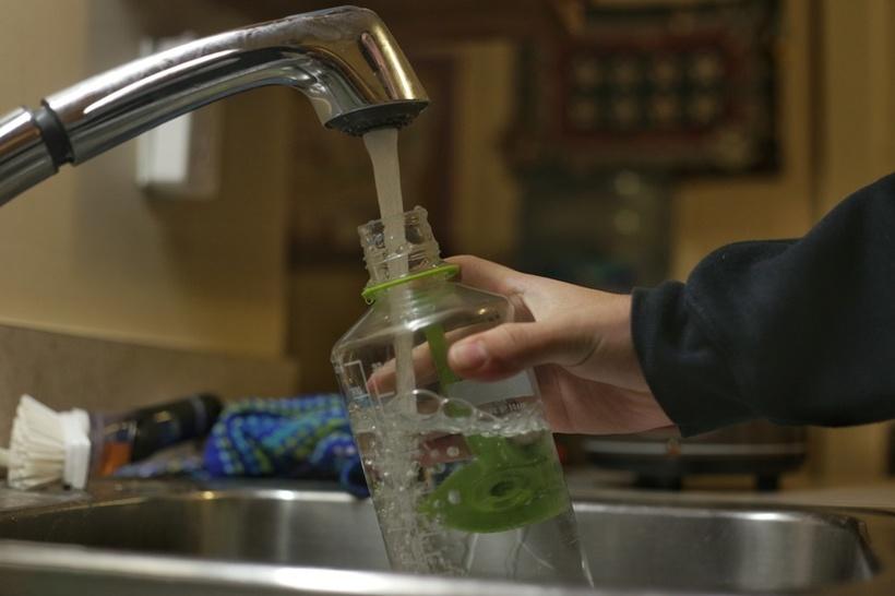Еве зошто никако не смеете повторно да ги полните со вода пластичните шишиња