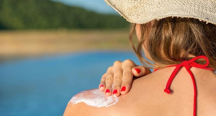 Изгоревте на сонце: Еве како да ја излечите кожата по природен пат