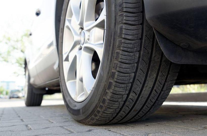 Специјална ознака на гумите открива колку брзо може да возите без да ги уништите