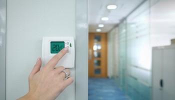 ДАЛИ ЗНАЕТЕ: Температурата во канцеларијата влијае на продуктивноста