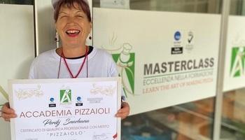 Инспиративна приказна: Снежана(63), највозрасната студентка на Accademia Pizzaioli, е доказ дека никогаш не е доцна за нова професија