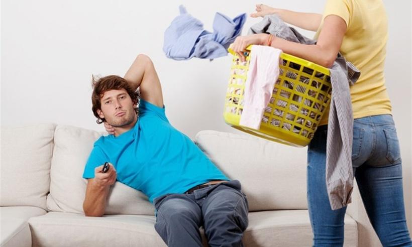 На поранешната сопруга треба да и плати 180.000 долари затоа што 27 години чистела по дома
