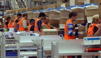 """""""Амазон"""" ги чести со 100 долари новите работници кои имаат потврда за вакцина"""