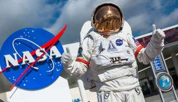 НАСА бара астронаути за лет до Месечината
