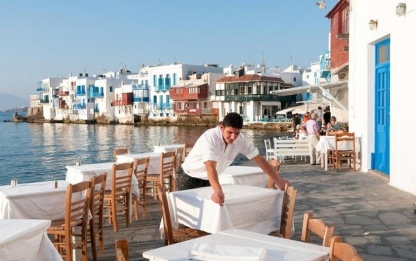 ПЛАТИ ДО 2.000 ЕВРА: Црна Гора бара келнери, а овие 2 занимања се најбарани во Хрватска и Грција