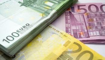 Нови банкноти од 100 и 200 евра!