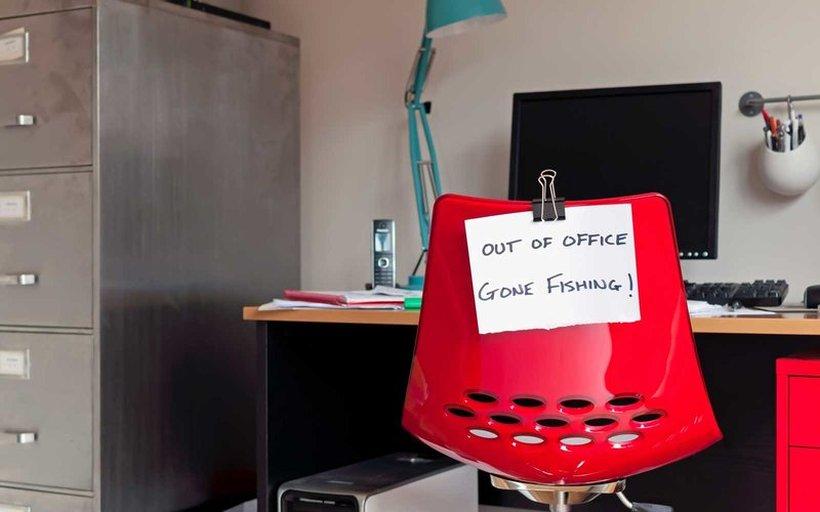 Колку денови платен годишен одмор му следуваат на секој работник според законот?