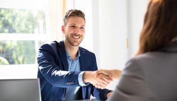 5 прашања што треба да ги поставите на вашиот иден шеф