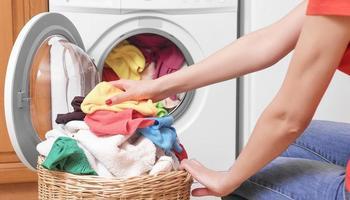 Ја затворате вратата од машината за алишта после перење? Правите грешка!