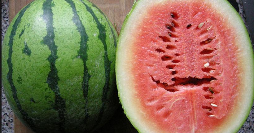 Обрнете внимание – Ако лубеницата има процеп, веднаш фрлете ја