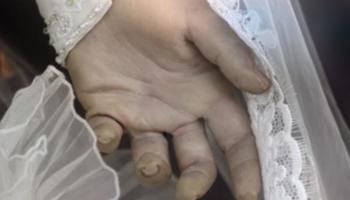 Морничава мистерија или маркетинг трик? Кукла во венчаница стои во излог веќе 90 години