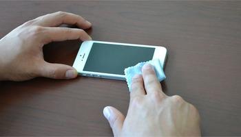 Како правилно да го исчистите вашиот мобилен телефон