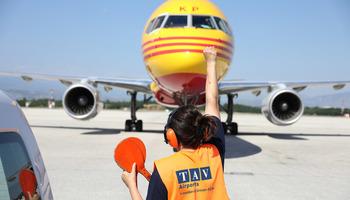 БРАВО: Ова е единствената жена стартер-паркер на Меѓународниот Аеродром Скопје