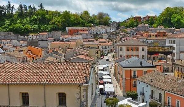 Уште еден град во Италија продава куќи за 1€